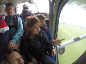 dans l'avion saut en parachute